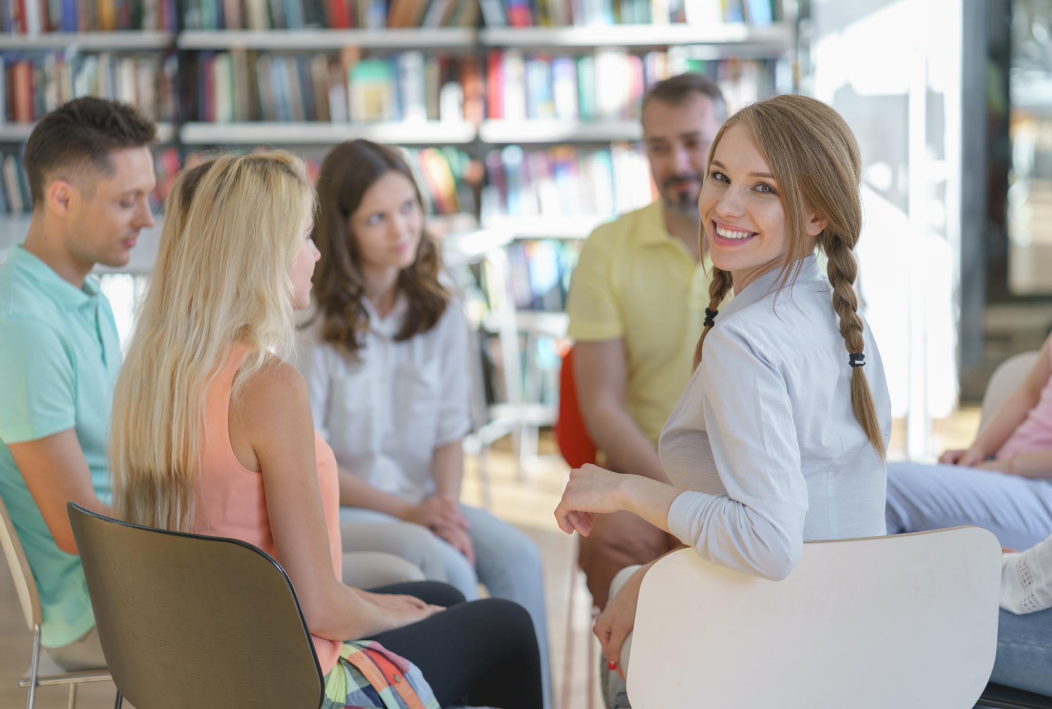 Eine Gruppe Studierender beim Austausch