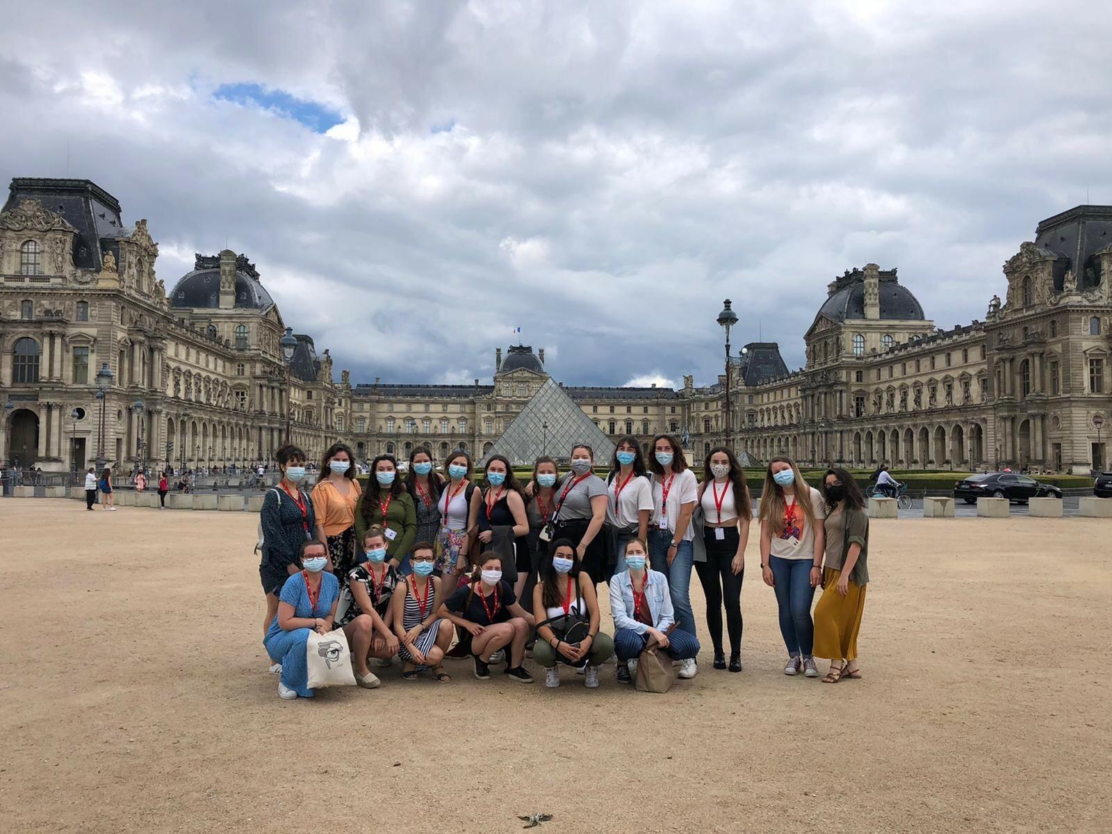 Gruppenbild aller Student*innen des International Meeting der FNEO 2021