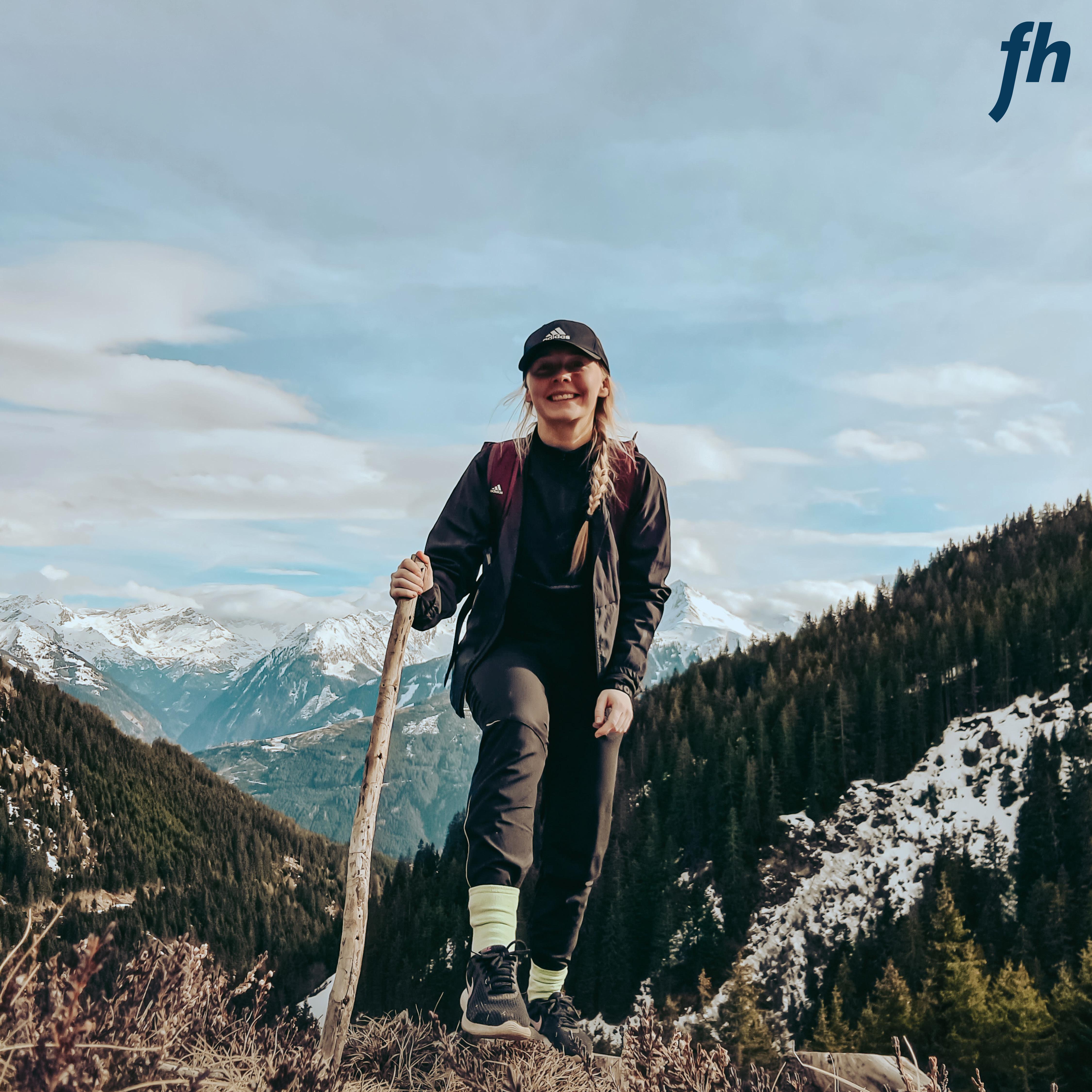 Mairi beim Wandern in den Bergen um Mittersill