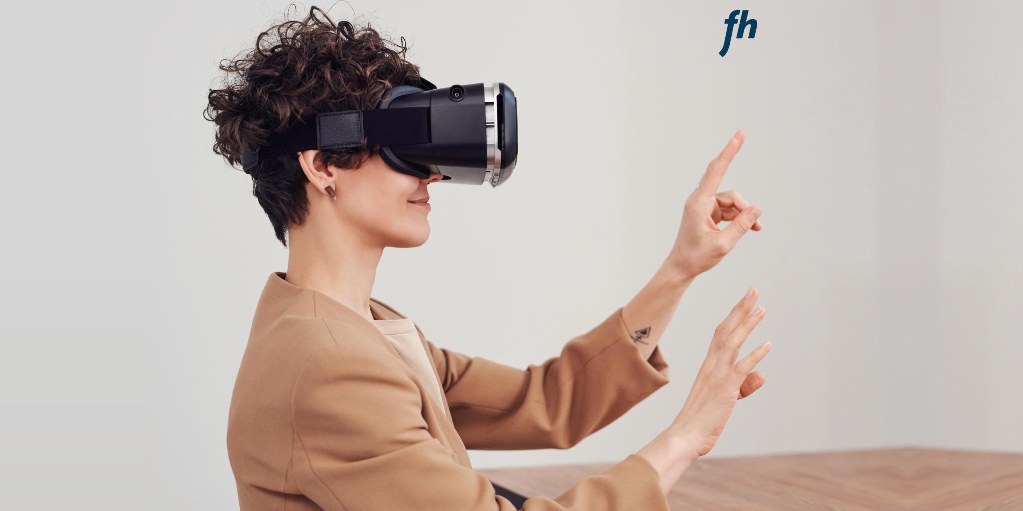 Person beim üben mit einer Virtual Reality Brille (Fotocredit: Pexels)