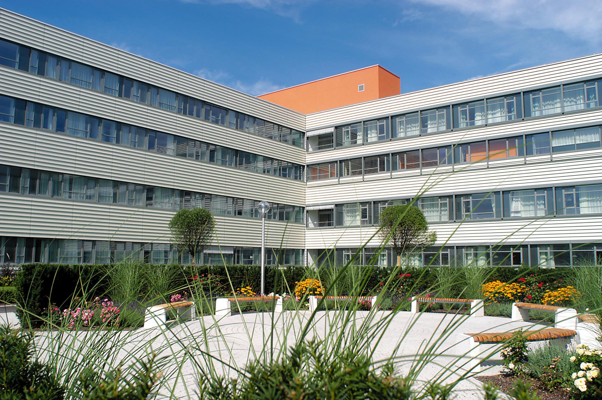 Salzkammergut Klinikum Voecklabruck Aussenanlage 1